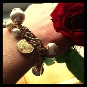 Jewelry - ❤5 for $25❤Faux gold coin and pearl charm bracelet